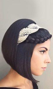esküvői frizura félhosszú egyenes hajból
