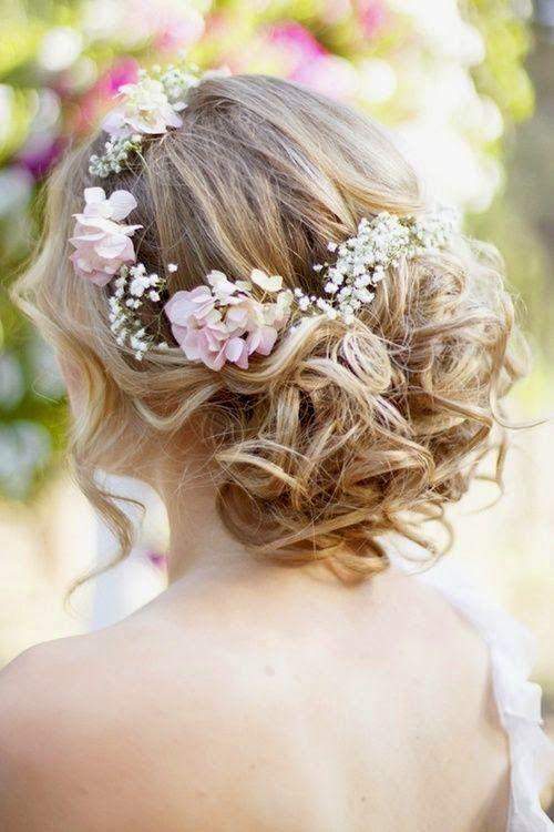 romantikus esküvői frizura félhosszú hajból