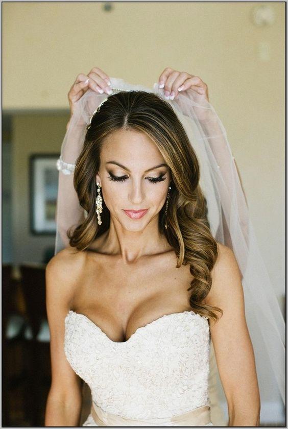 esküvői frizura hosszú kiengedett hajból