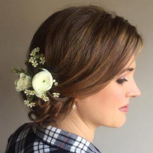 esküvői frizura félhosszú hajból