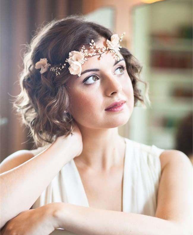 virágos esküvői frizura félhosszú hajból