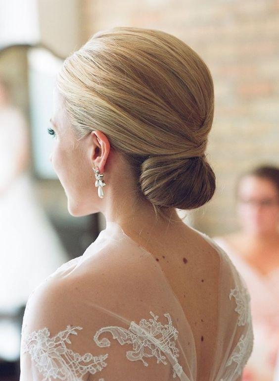 elegáns esküvői frizura félhosszú hajból