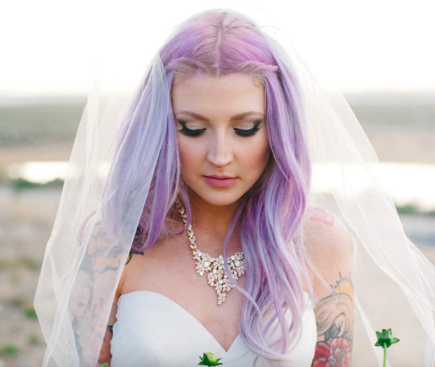 lila esküvői haj 2