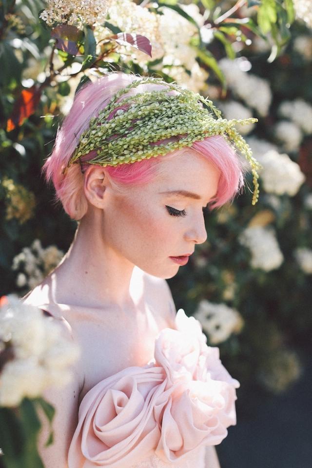 rózsaszín esküvői hajak