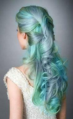 kék és zöld menyasszonyi frizura