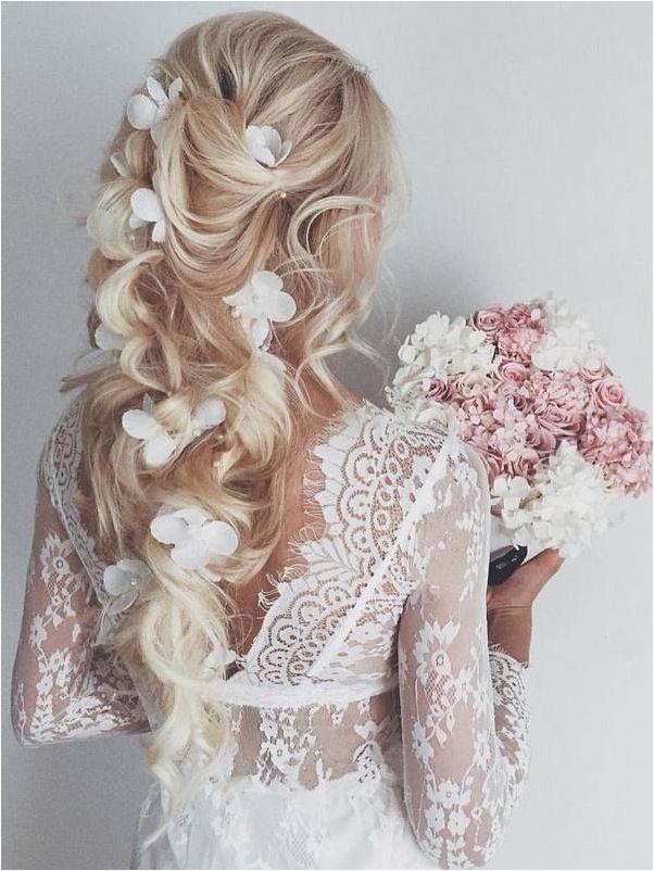 menyasszonyi frizura nyárra 2017 virágokkal