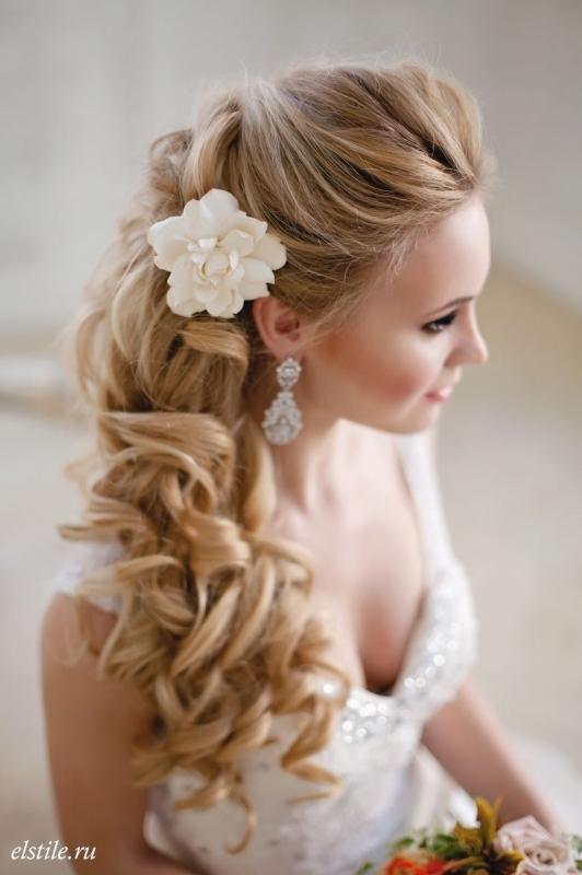 nyári menyasszonyi frizura