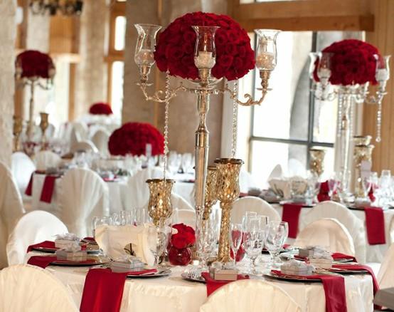 téli esküvői dekoráció pirod és fehér