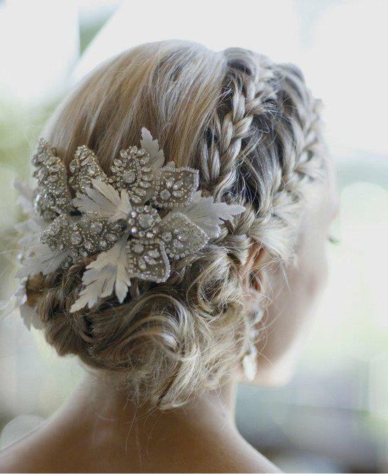 esküvői frizura télis esküvőre